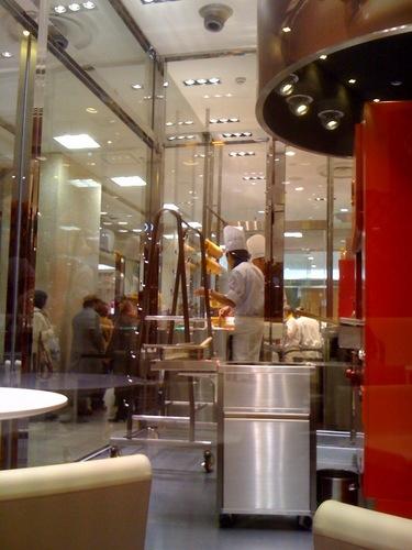 クラブハリエ池袋東武の厨房